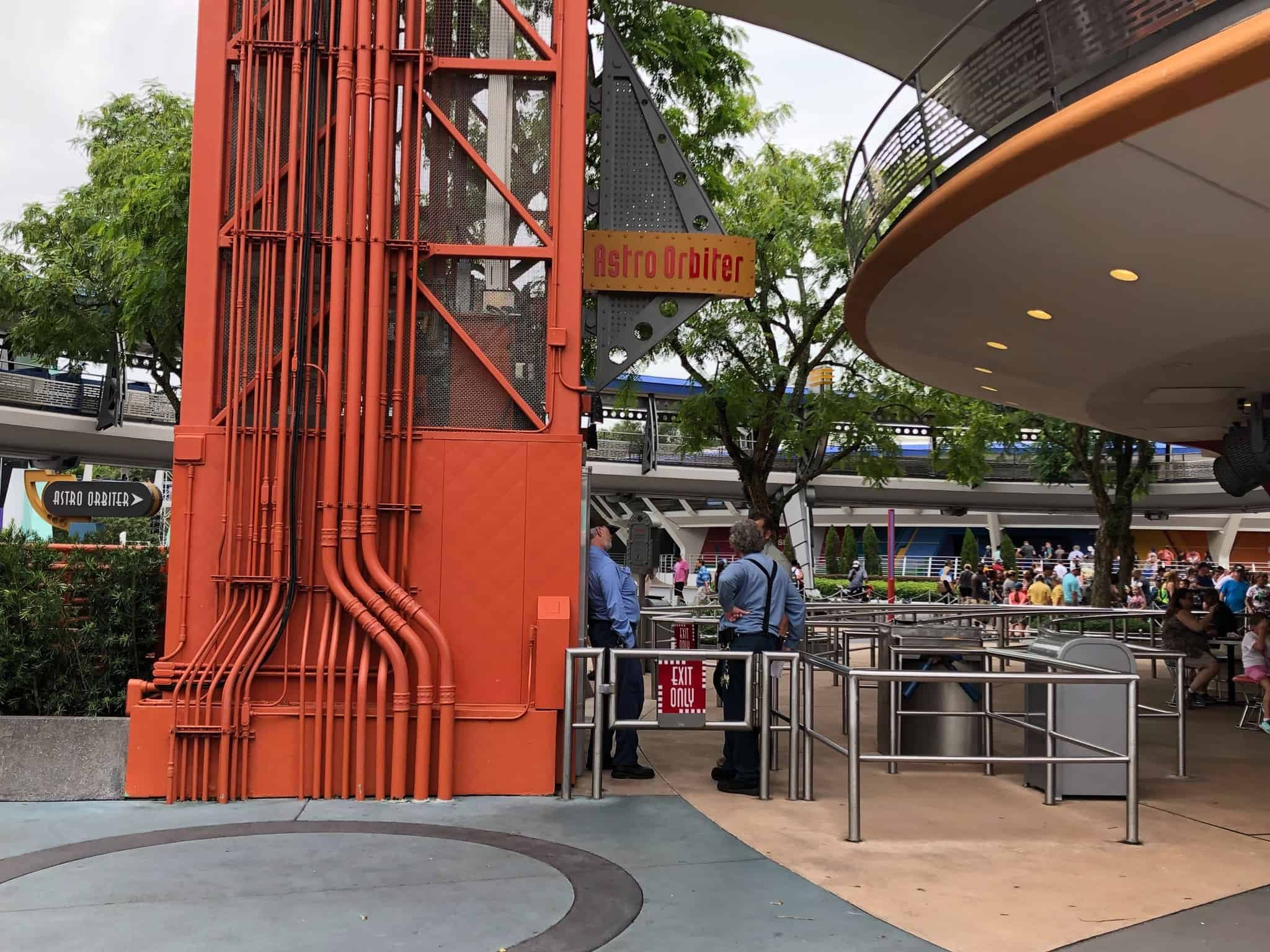 Maintenance cast members can be seen all around the attraction.
