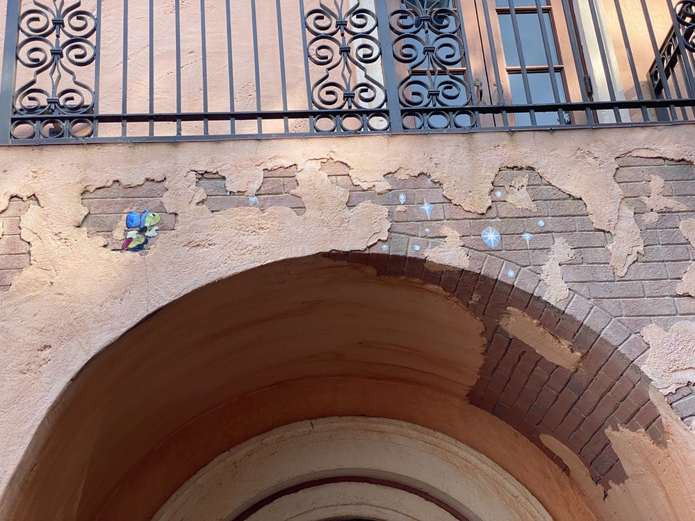 epcot-wall-art-italy-jimminy-cricket.JPG