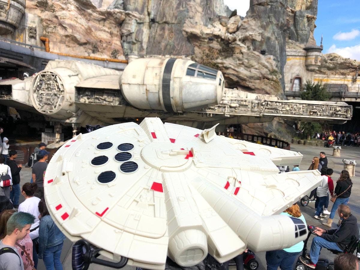 Photos New Light Up Star Wars Millennium Falcon Souvenir