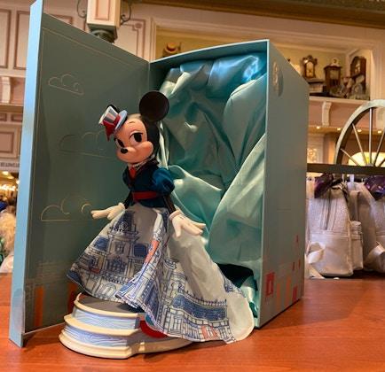 minnie-mouse-main-street-usa-main-attraction-doll-14.jpg
