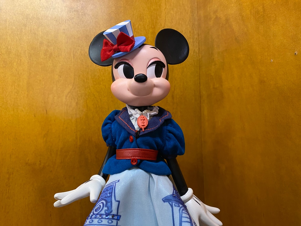 minnie-mouse-main-street-usa-main-attraction-doll-disneyland-2.jpg