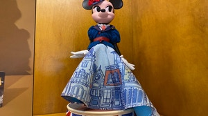 minnie-mouse-main-street-usa-main-attraction-doll-disneyland-4.jpg