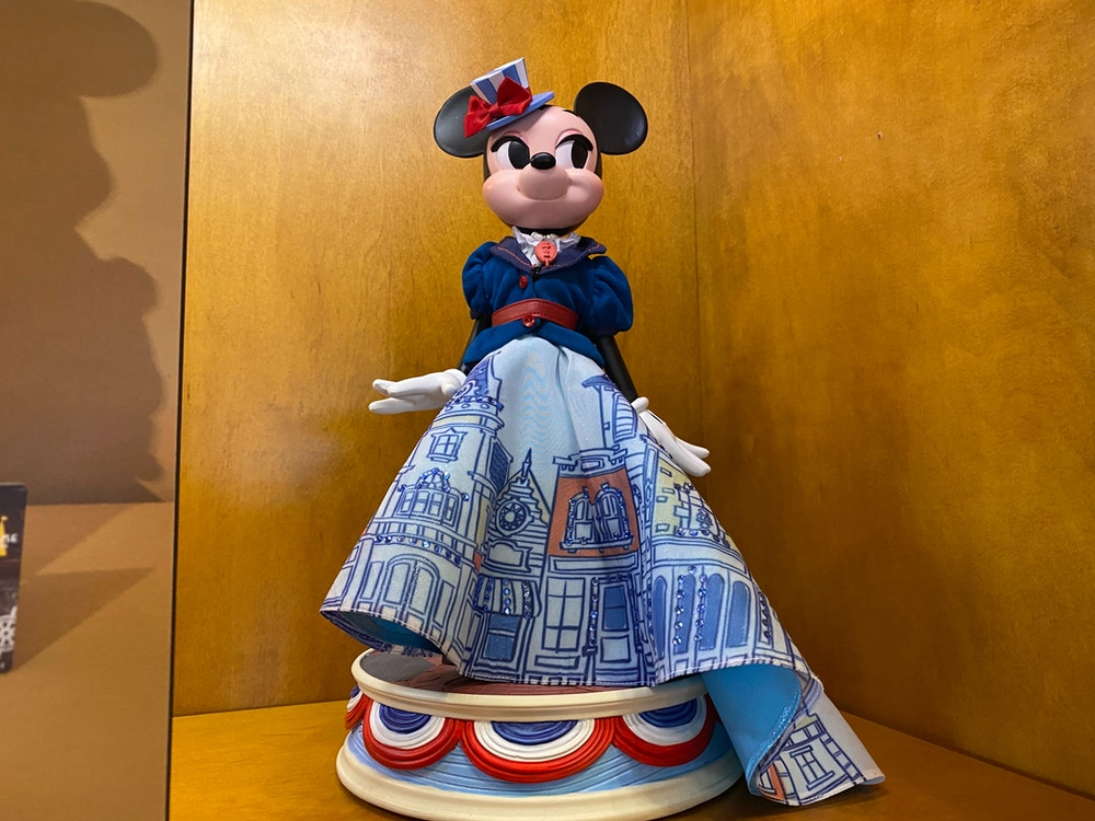 "minnie-mouse-main-street-usa-main-attraction-doll-disneyland-4.jpg ""width ="" 1000 ""height ="" 750 ""data-lazy-src = ""https://wdwnt-buzzy.imgix.net/2020/01/minnie-mouse-main-street-usa-main-attraction-doll-disneyland-4.jpg?auto=compress%2Cformat&fit=scale&h=750&ixlib=php -1.2.1 & q = 90 & w = 1000 & wpsize = medium & is-pending-load = 1 ""> <noscript/> <img class="