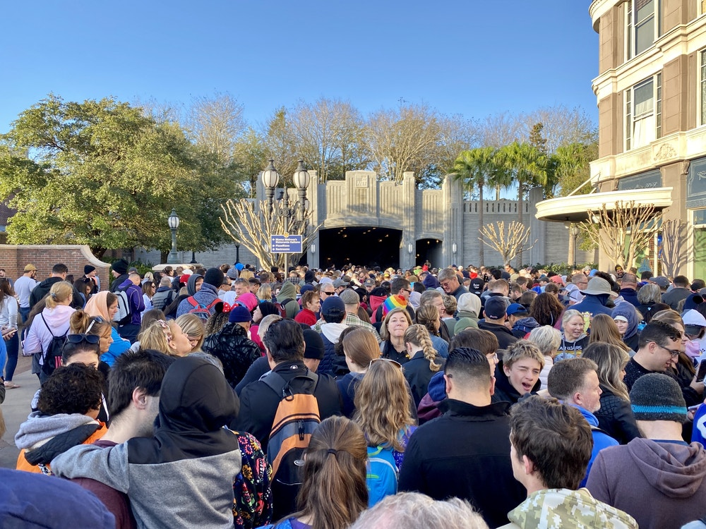 Galaxys edge rope drop crowd