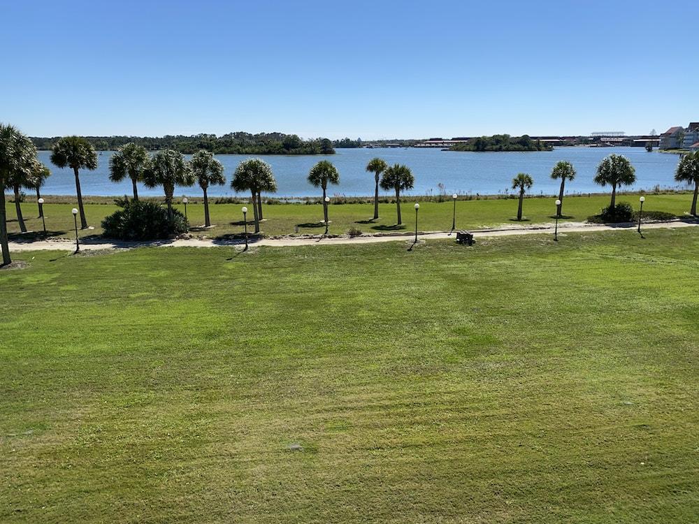 Grand Floridian walkway