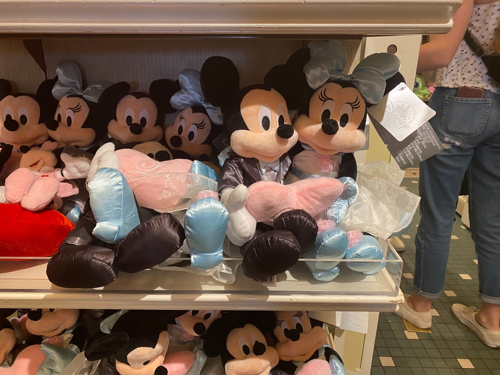 Mickey-and-Minnie-Mouse-Wedding-Plush-02-01-2020-4.jpg