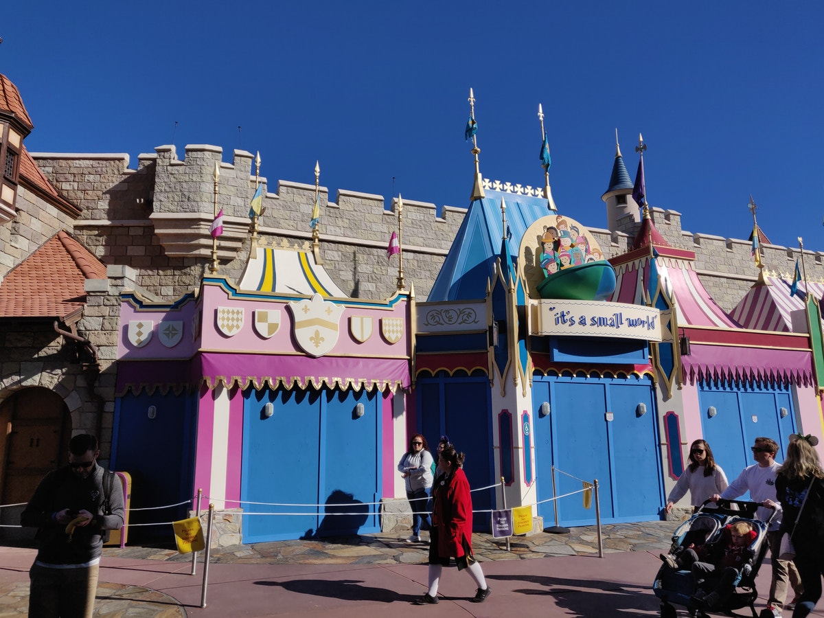 it's a small world Queue Refurbishment