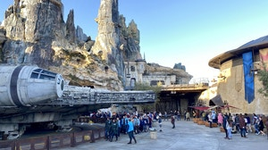 Smugglers run rope drop line