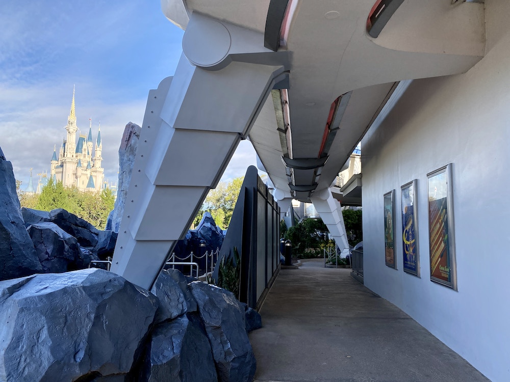 PeopleMover leg paint