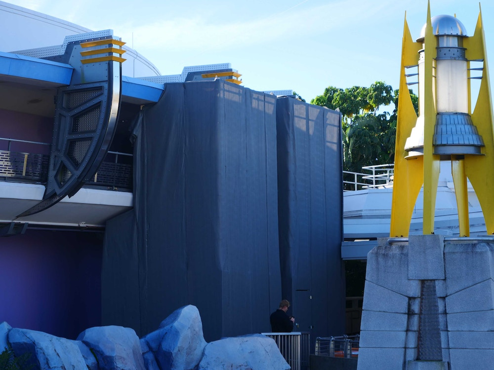 tomorrowland-construction-vertical-supports-02-08-2020-2.jpg