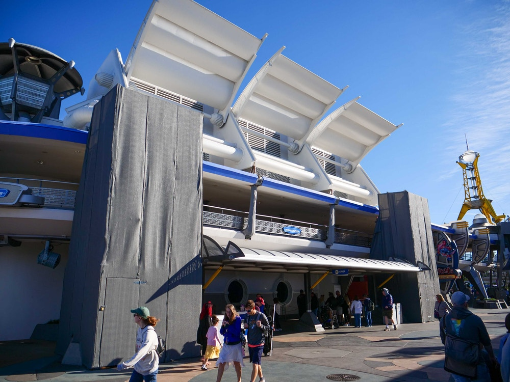 tomorrowland-construction-vertical-supports-02-08-2020-3.jpg