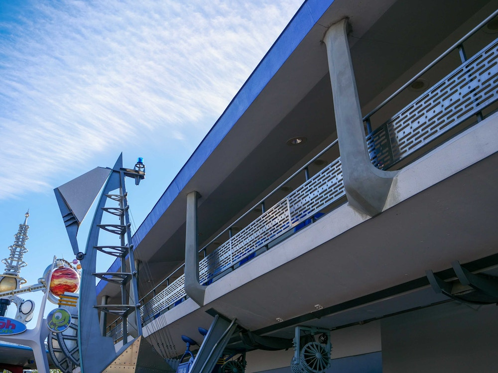 tomorrowland-construction-vertical-supports-02-08-2020-4.jpg