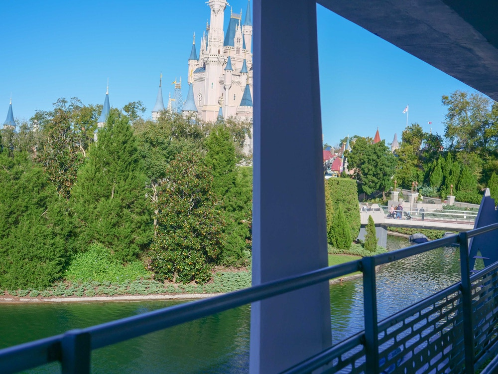 tomorrowland-construction-vertical-supports-02-08-2020-5