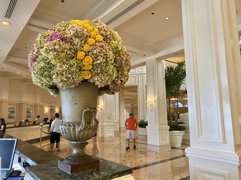 "Grandes fleurs de Floride ""width ="" 1000 ""height ="" 750 ""data-lazy-src ="" https://wdwnt-buzzy.imgix.net/ 2020/03 / GF-flowers.jpg? Auto = compress% 2Cformat & fit = scale & h = 750 & ixlib = php-1.2.1 & q = 84 & w = 1000 & wpsize = medium & is-pending-load = 1 ""> <noscript> <img class="