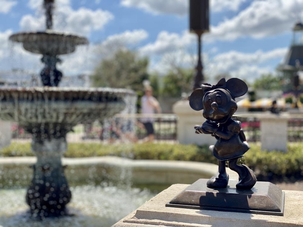Minnie Mouse bronze magic kingdom