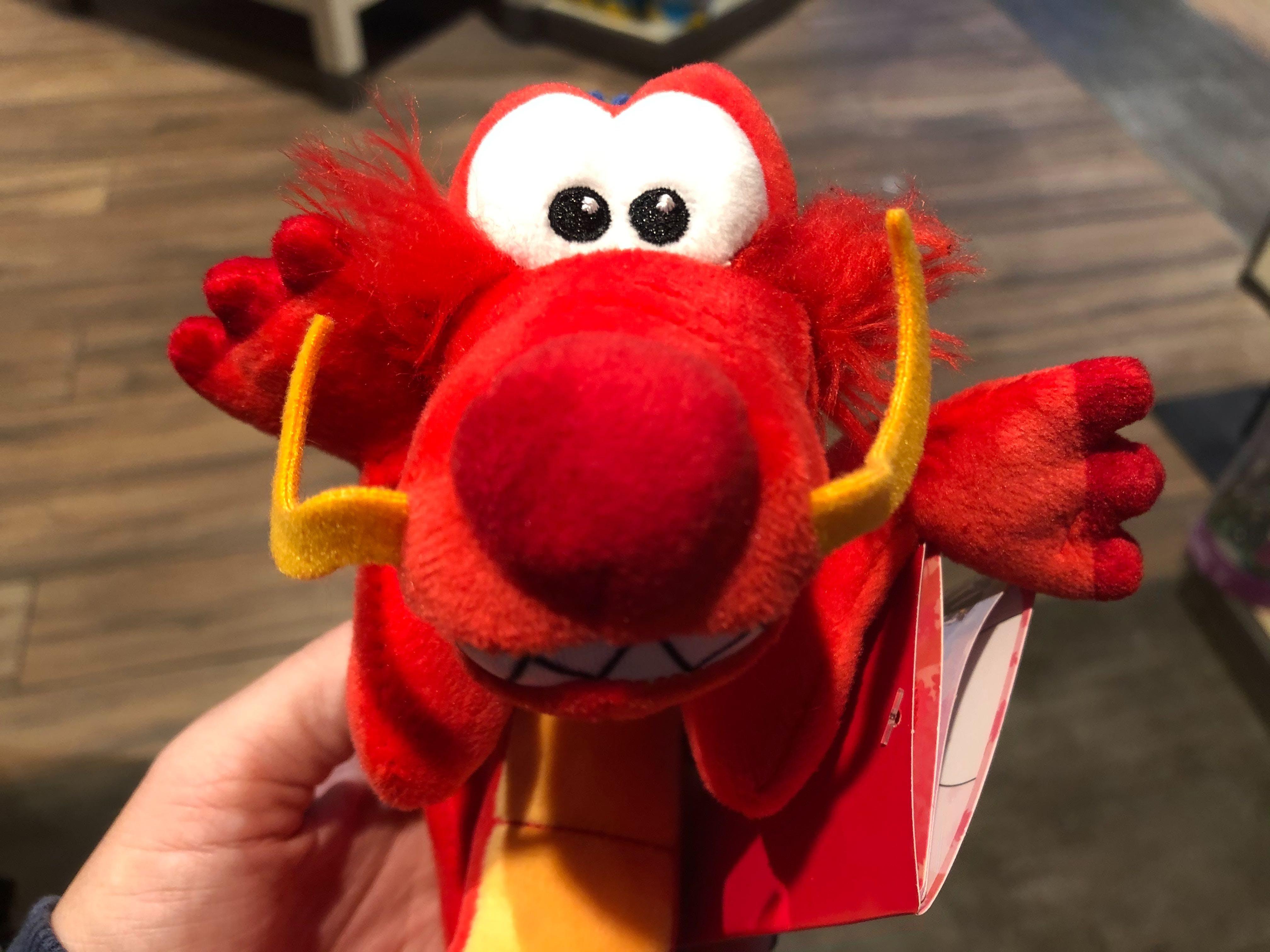 Disney Parks Exclusive 2020 Mulan Mushu Dragon Shoulder Magnet Pal Plush
